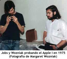Jobs y Wozniak probando el Apple I en 1975
